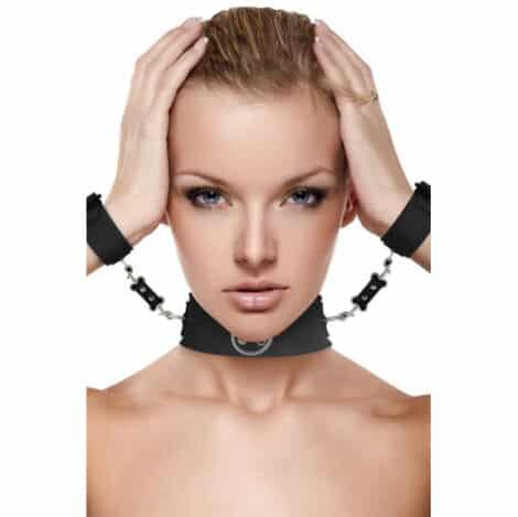 collier-noir-avec-menottes-1